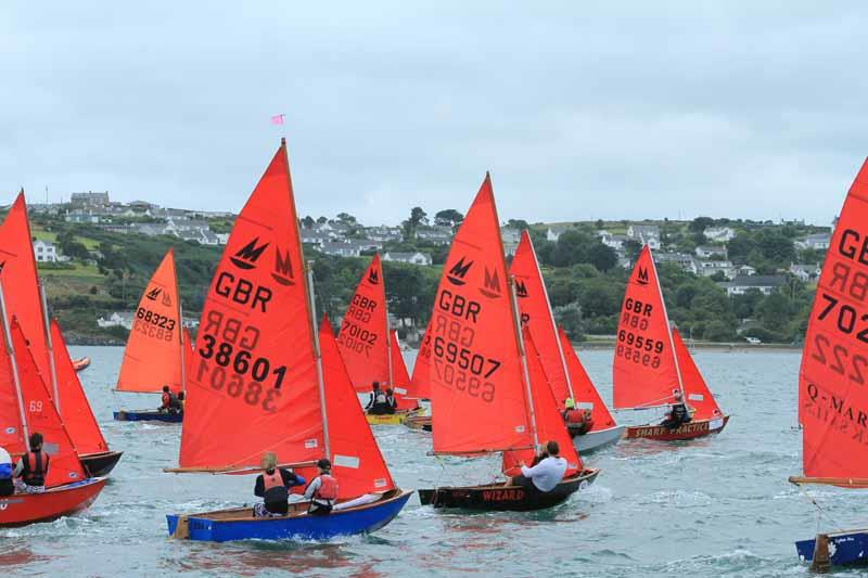 A fleet of Mirror dinghies racing