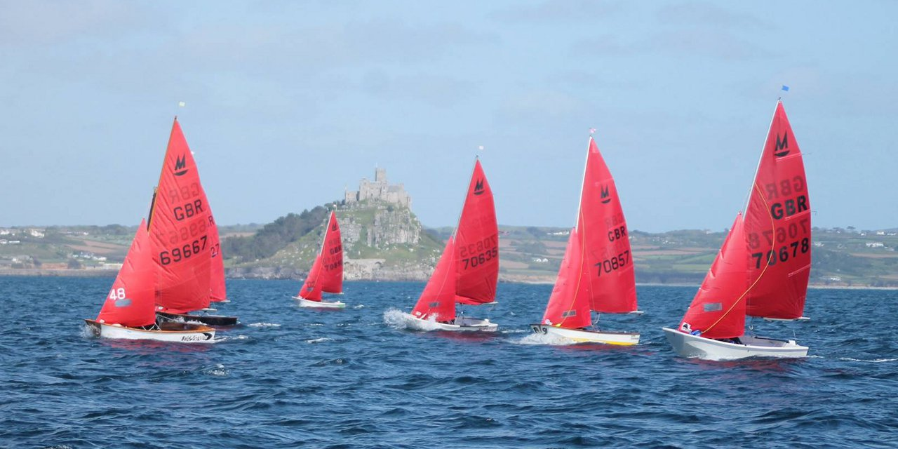 Mirror dinghies racing to windward