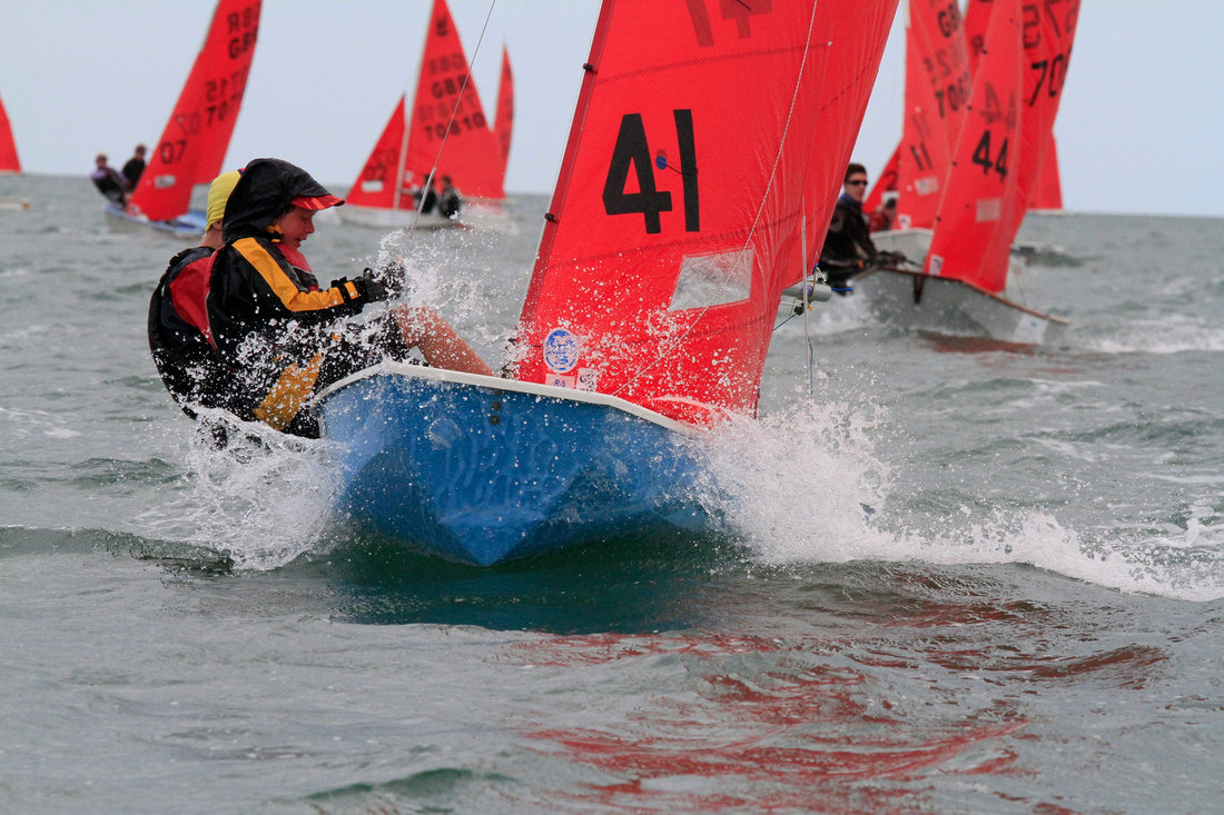 Blue Mirror dinghy racing to windward in a chop