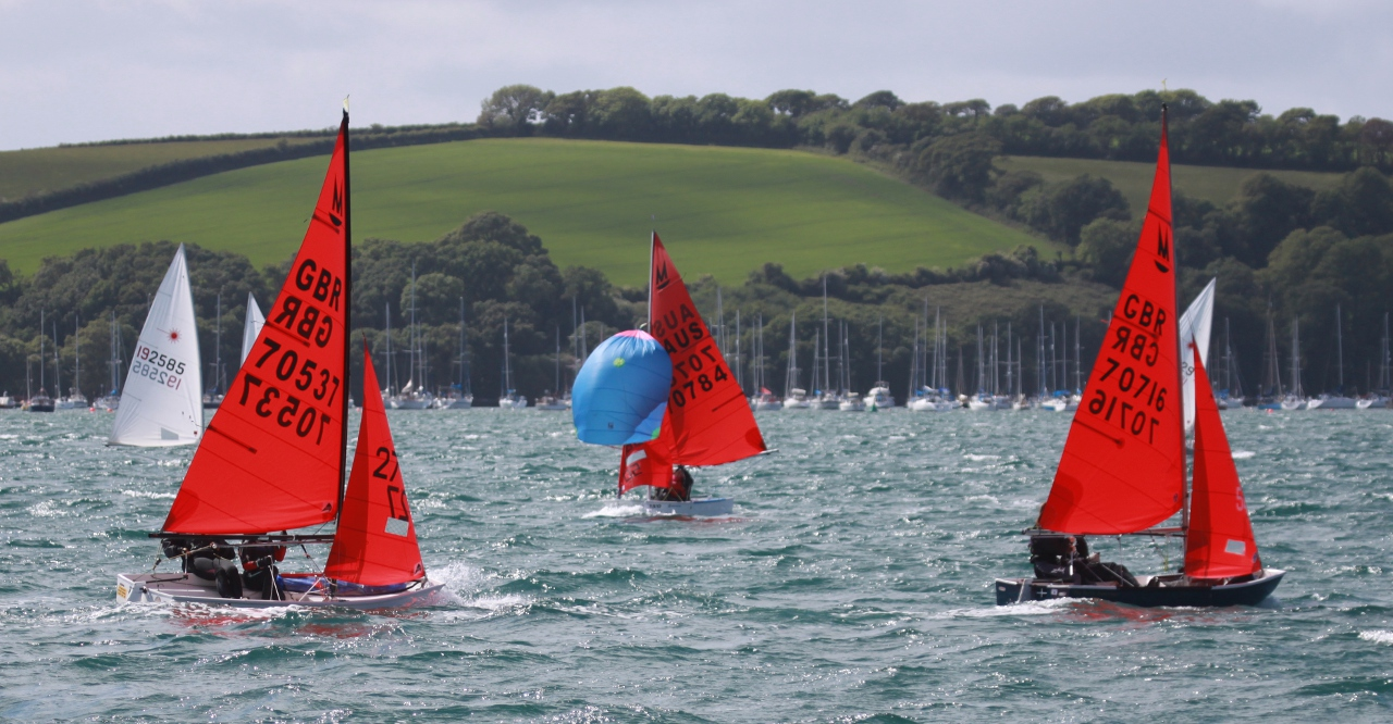 Mirror dinghies racing in the Carrack Roads