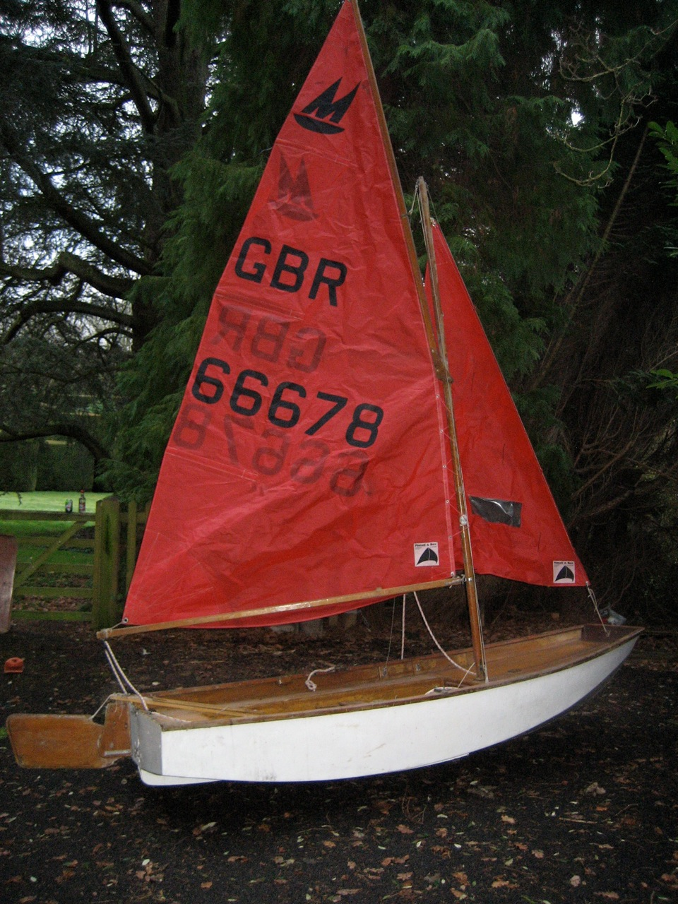 White Mirror dinghy rigged up on a driveway