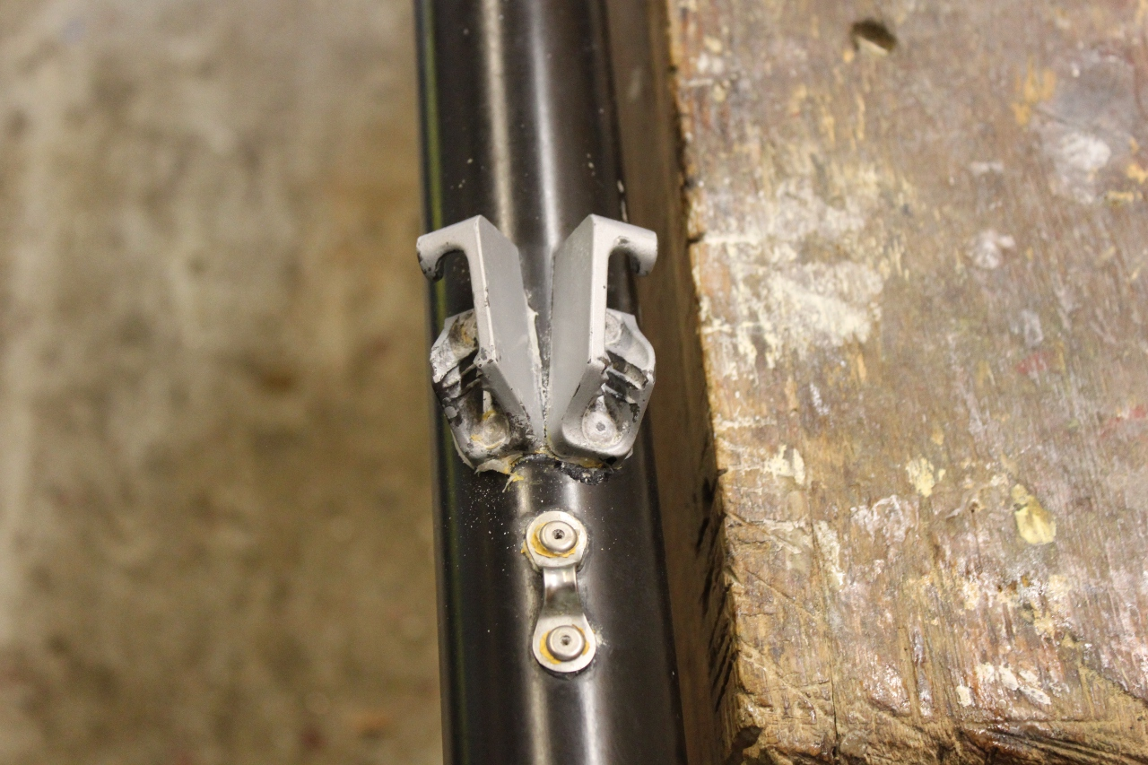 two clamcleats on a alloy mast
